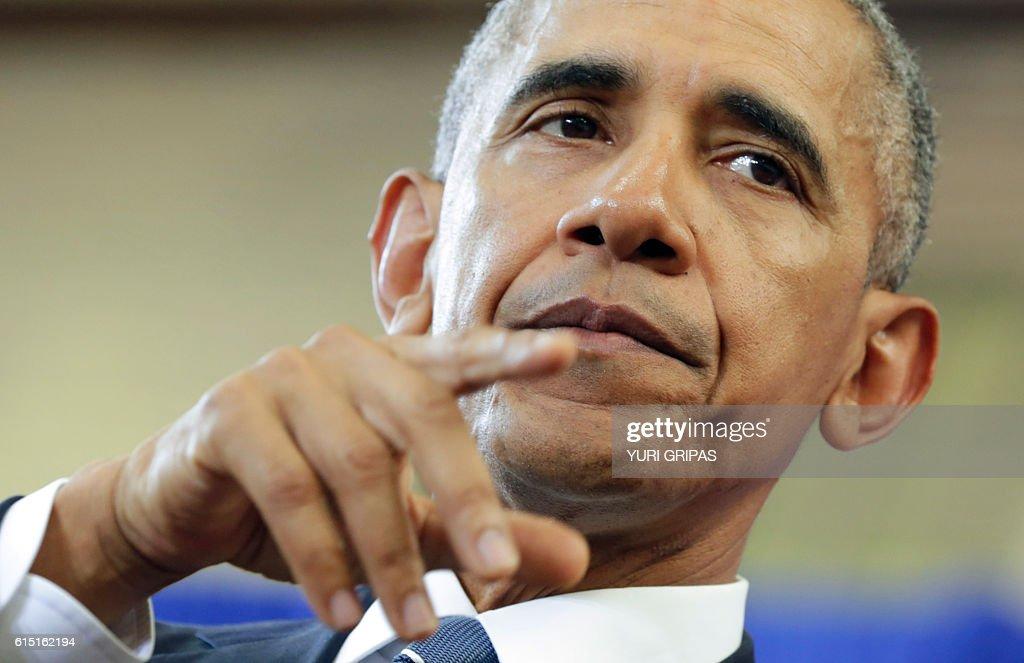 US President Barack Obama speaks about education at Benjamin Banneker Academic High School in Washington,DC on October 17, 2016. / AFP / YURI