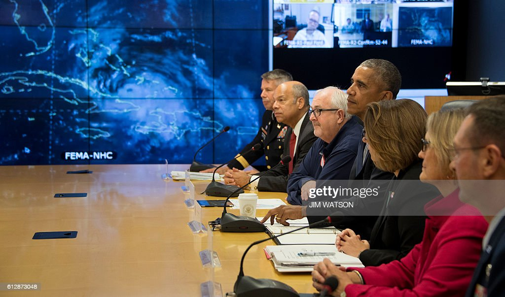 US President Barack Obama (C) speaks about Hurricane Matthew after receiving a briefing at the Federal Emergency Management Agency (FEMA) Headquarters in Washington, DC, October 5, 2016. / AFP / JIM