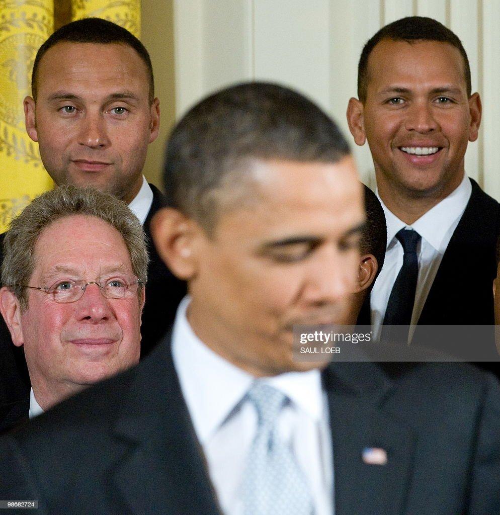 US President Barack Obama speaks alongsi : News Photo