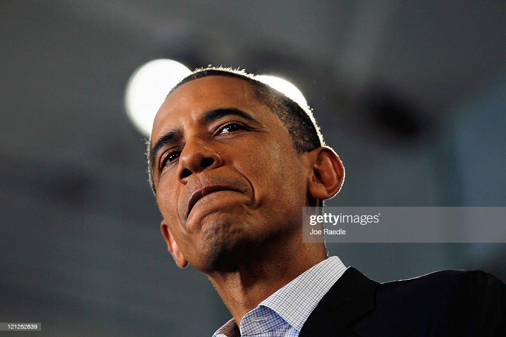 Obama Takes Three-Day Midwestern Bus Tour To Discuss Economy : News Photo