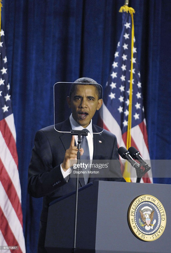 Obama Speaks On Jobs And The Economy During Visit To Savannah, GA : ニュース写真