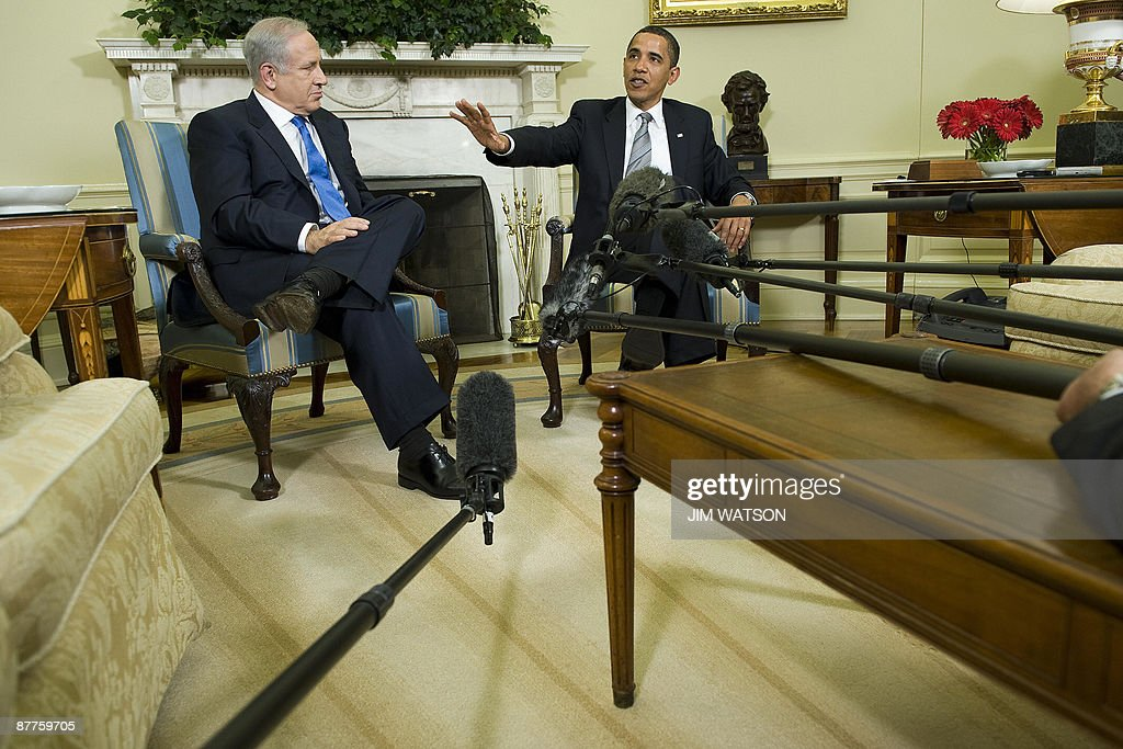 US President Barack Obama (R) speaks with Israeli Prime Minister Benjamin Netanyahu (L) during a meeting in the Oval Office of the White House in Washington on May 18, 2009. Obama renewed his call for a Palestinian state and said Israeli settlement building in the West Bank must be 'stopped.' AFP PHOTO/Jim WATSON