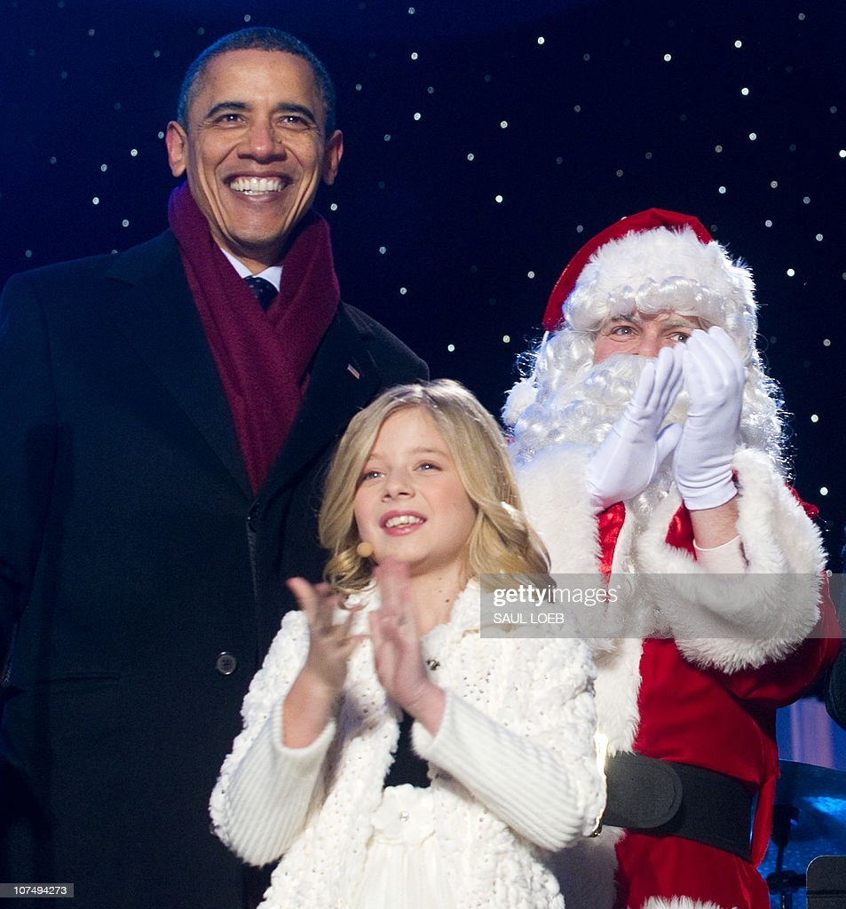 US President Barack Obama stands alongsi : News Photo