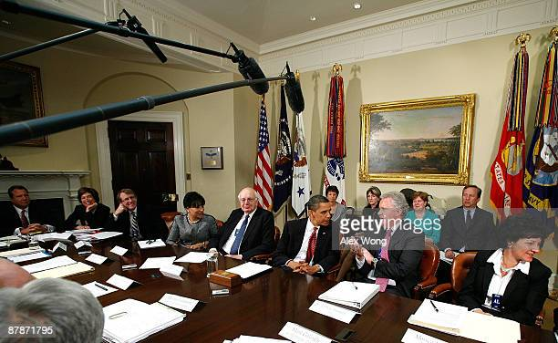 US President Barack Obama talks to GE CEO Jeffrey Immelt during a meeting with members of his Economic Recovery Advisory Board in the Roosevelt Room...