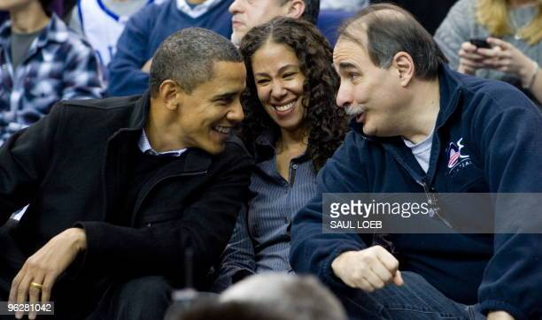 US President Barack Obama talks with Mona Sutphen deputy White House Chief of Staff and David Axelrod senior advisor during the first half of the...