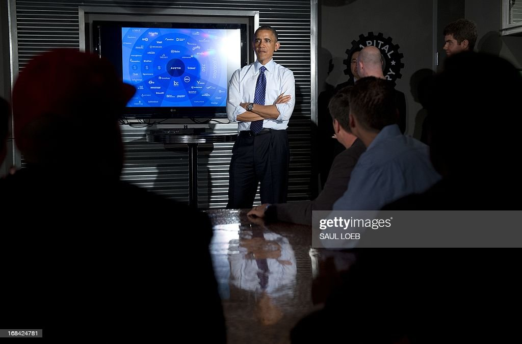 US President Barack Obama talks with tech entrepreneurs and investors during a visit to Capital Factory, a tech start-up incubator and co-working space in Austin, Texas, May 9, 2013. AFP PHOTO / Saul LOEB
