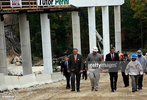 US President Barack Obama tours the Fairfax County Parkway Extension project with Transportation Secretary Ray LaHood October 14 2009 in Fairfax...