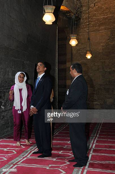 US President Barack Obama tours the Sultan Hassan Mosque in Cairo on June 4 2009 Obama took a tour of the medieval mosque in the heart of old Cairo...
