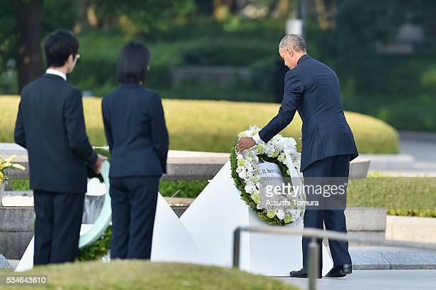 S President Barack Obama visits the Hiroshima Peace Memorial Park on May 27 2016 in Hiroshima Japan It is the first time US President makes an...