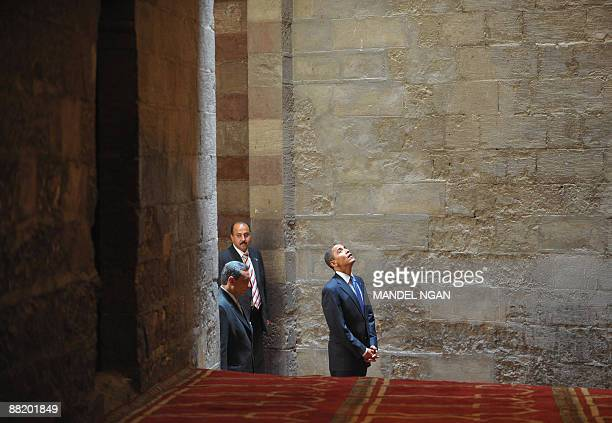 US President Barack Obama visits the Sultan Hassan Mosque in Cairo on June 4 2009 Obama took a tour of the medieval mosque in the heart of old Cairo...