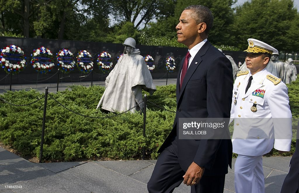 US President Barack Obama walks alongside Korean General Jung Seung-jo (R), Chairman of Korea's Joint Chiefs of Staff, prior to laying a wreath at the Korean War Veterans Memorial to commemorate the 60th anniversary of the signing of the Armistice that ended the Korean War, during a ceremony in Washington, DC, July 27, 2013. AFP PHOTO / Saul LOEB