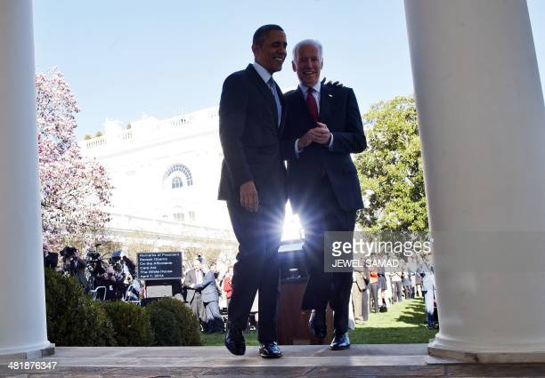 US President Barack Obama walks back to the Oval Office with Vice President Joe Biden after he delivered a statement on the Affordable Care Act at...