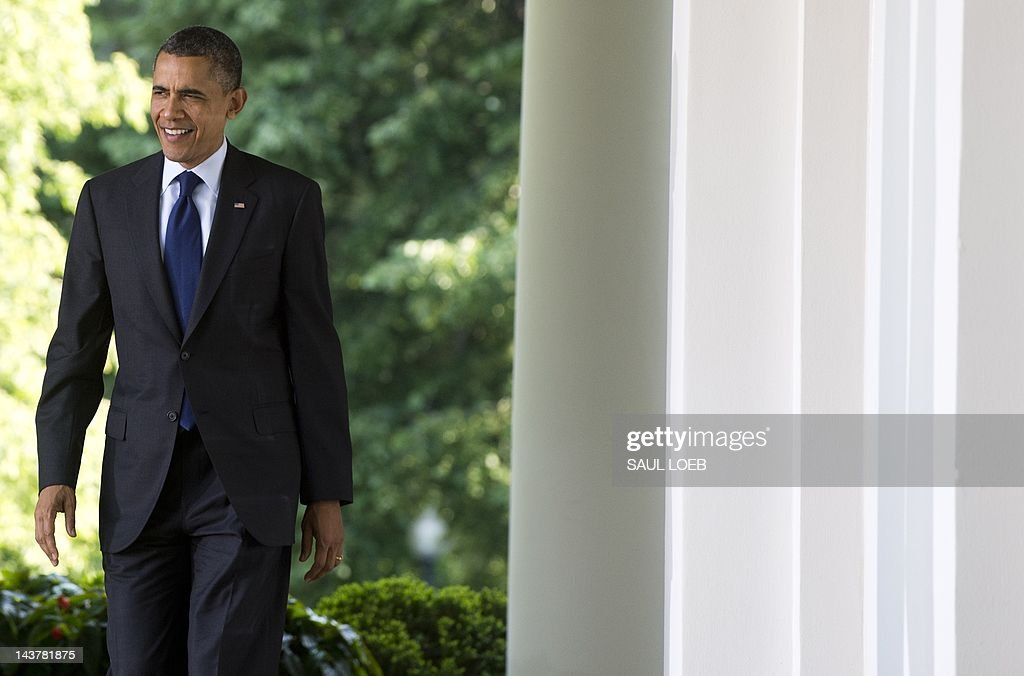 US President Barack Obama walks down the West Wing Colonnade as he arrive to speak during a reception in honor of Cinco de Mayo in the Rose Garden of the White House in Washington, DC, May 3, 2012. AFP PHOTO / Saul LOEB