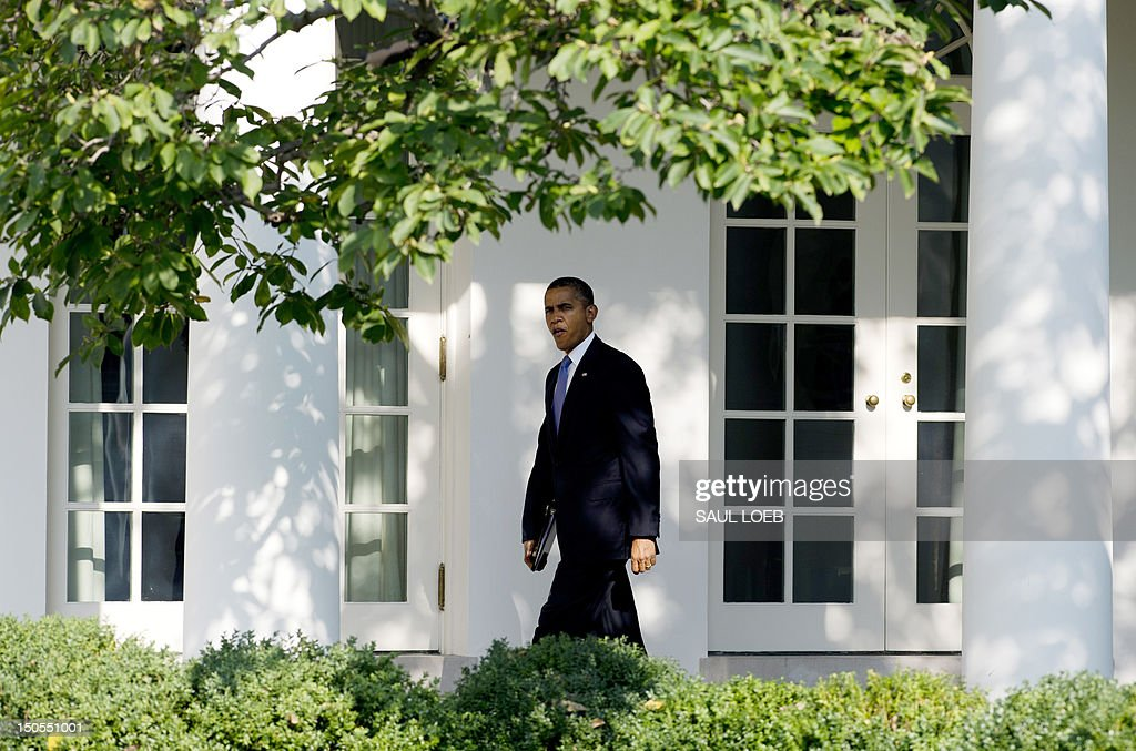 US President Barack Obama walks down the West Wing Colonnade prior to departing on Marine One from the South Lawn of the White House in Washington, DC, August 21, 2012. Obama is traveling on a 2-day campaign trip that will take him to Ohio, Nevada and New York. AFP PHOTO / Saul LOEB
