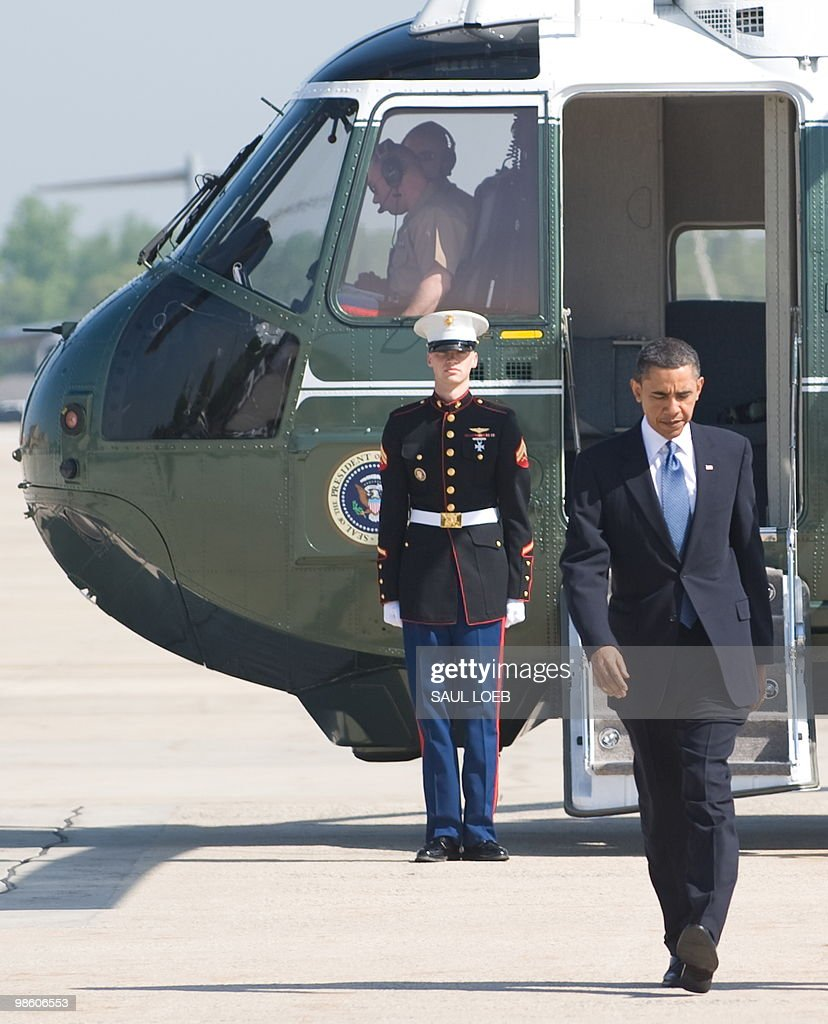 US President Barack Obama walks from Marine One to Air Force One prior to departing from Andrews Air Force Base in Maryland, April 22, 2010. Obama is traveling to New York to speak about reforming Wall Street and the financial reform bill. AFP PHOTO / Saul LOEB