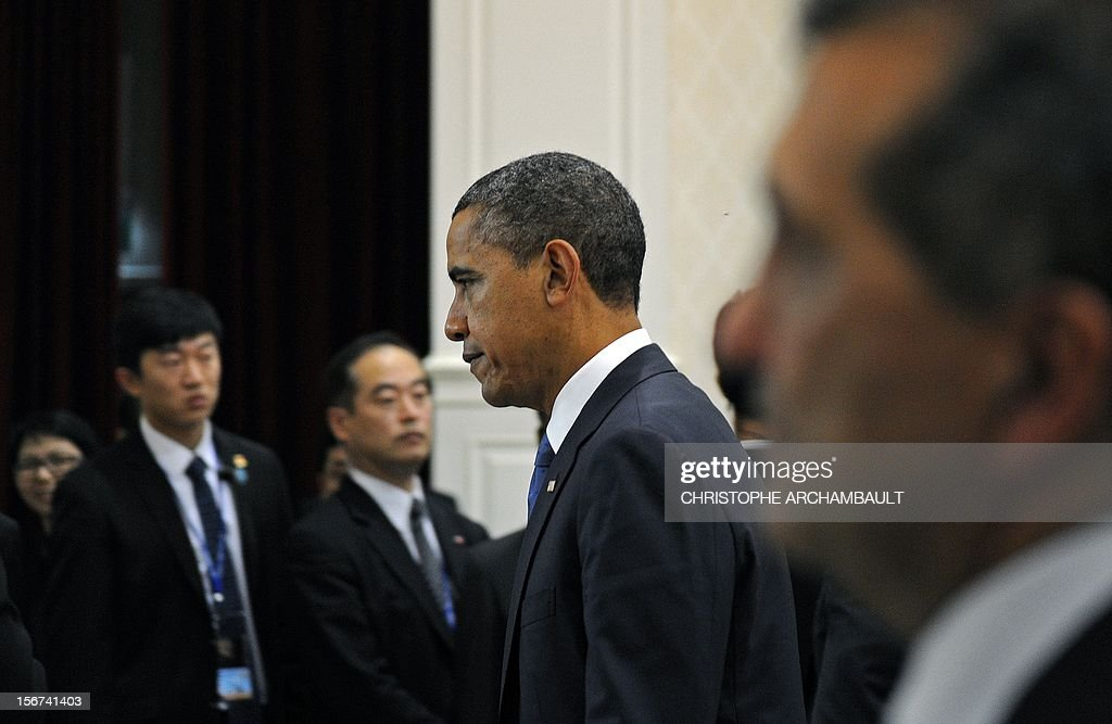 US President Barack Obama (C) walks into the venue of the 7th East Asia Summit in Phnom Penh on November 20, 2012. US President Barack Obama was set to defy Beijing's protests and use a summit to raise concerns over South China Sea rows that have sent diplomatic and trade shockwaves across the region. AFP PHOTO/Christophe ARCHAMBAULT