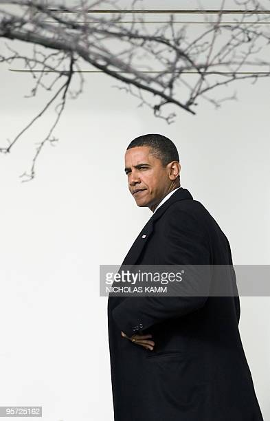 US President Barack Obama walks to the Oval Office after disembarking from Marine One upon returning to the White House in WashingtonDC on January 12...