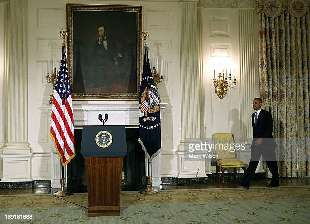 US President Barack Obama walks to the podium to speak about the tornadoes that impacted Oklahoma yesterday in the State Dining Room at the White...
