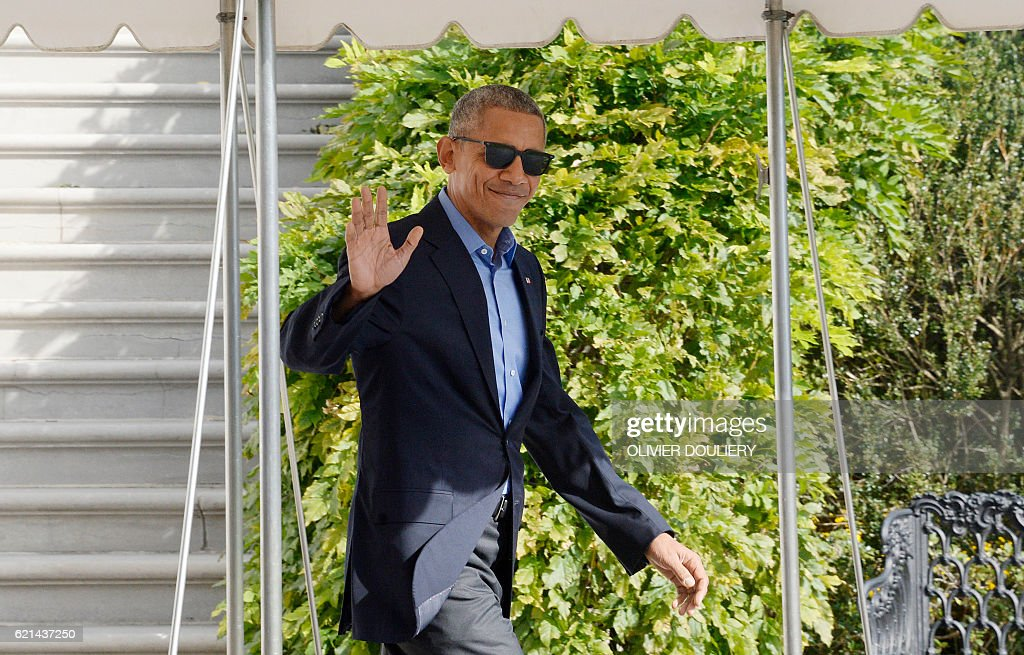US President Barack Obama walks toward Marine One as he departs the White House, November 6, 2016 in Washington, DC. President Obama is traveling to Orlando, Florida to campaign for Democratic presidential nominee Hillary Clinton. / AFP / Olivier Douliery