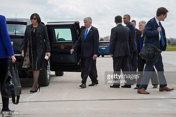 US President Barack Obama walks with EPA Administrator Gina McCarthy Michigan Governor Rick Snyder and Flint Mayor Karen Weaver to the limo upon...