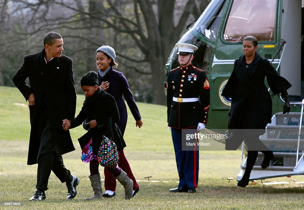 U.S. President Barack Obama (L) walks with his daughters Malia (3nd-L) and Sasha (2rd-L) and first lady Michelle Obama as they arrive on the South Lawn of the White House on January 4, 2010 in Washington, DC. President Obama and his family were returning from Hawaii where they spent Christmas vacation.