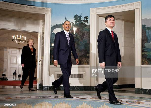 US President Barack Obama walks with Secretary of Commerce Gary Locke and US Secretary of State Hillary Clinton before announcing the nomination of...