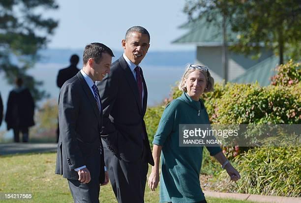 US President Barack Obama walks with Senior White House Advisor David Plouffe and Anita Dunn to debate preparation at the Kingsmill Resort October 16...