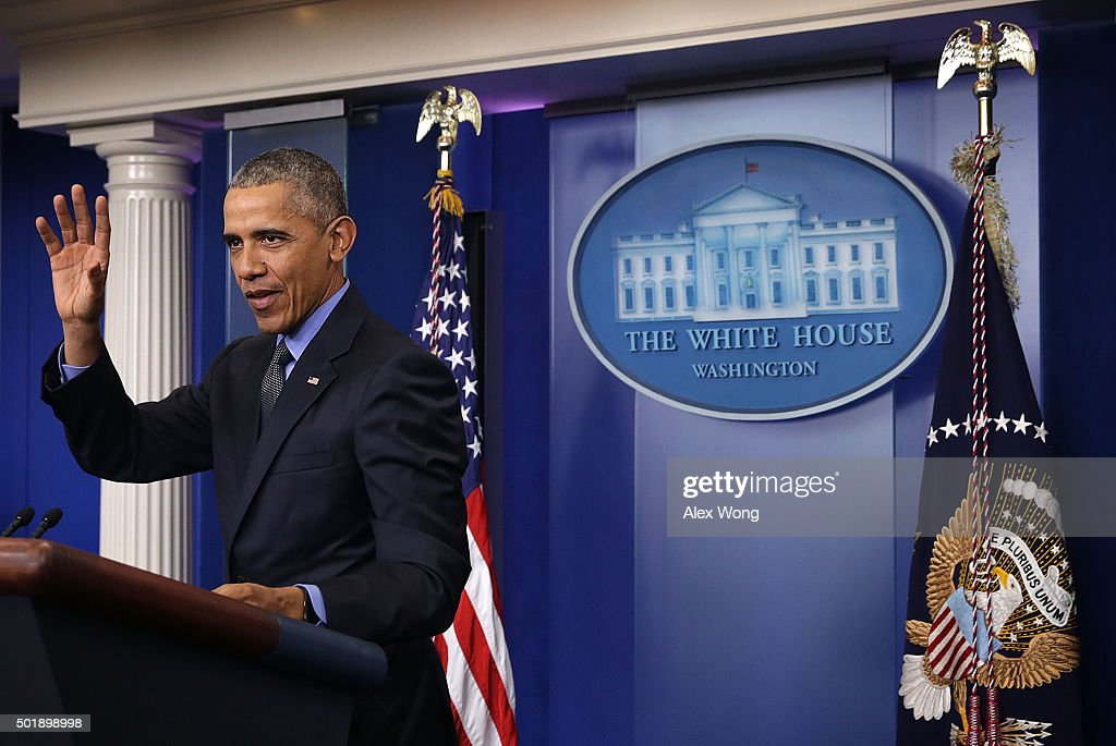 U.S. President Barack Obama waves after his year end press conference in the Brady Briefing Room at the White House December 18, 2015 in Washington, DC. Later today President Obama will travel to San Bernardino, California, to meet with families of the 14 victims of the recent mass shooting, before heading to Hawaii for Christmas vacation and return on January 3, 2016.