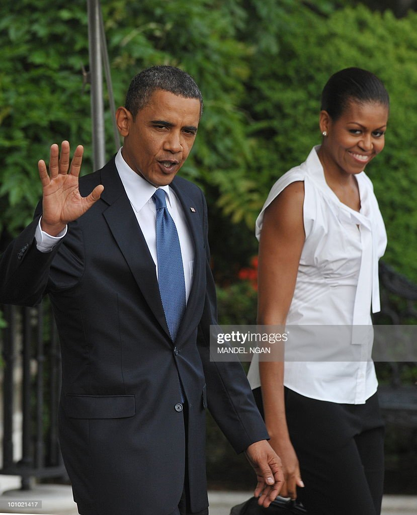 US President Barack Obama waves as he and First Lady Michelle Obama make their way to board Marine One May 27, 2010 on the South Lawn of the White House in Washington, DC. Obama and his family were heading to Chicago to spend the Memorial Day weekend. AFP PHOTO/Mandel NGAN
