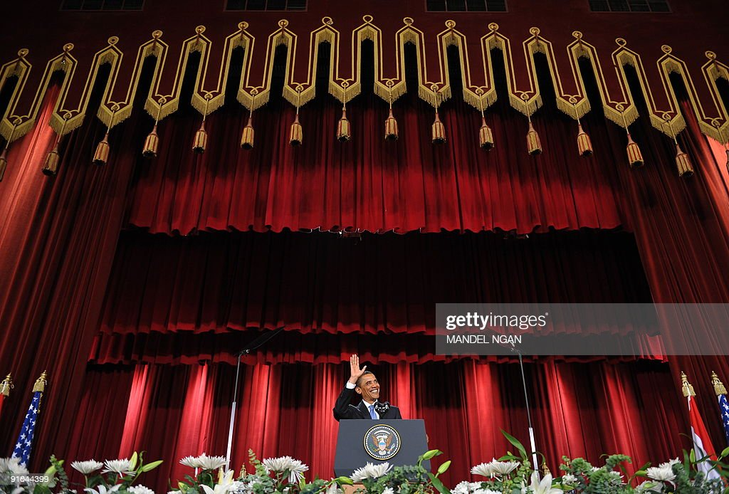 US President Barack Obama waves as he ar : News Photo