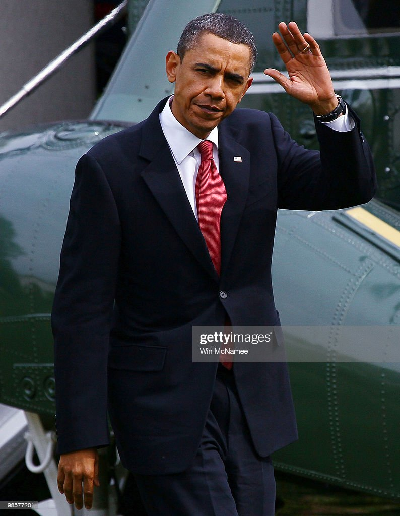 U.S. President Barack Obama waves as he returns to the White House April 20, 2010 in Washington, DC. Obama was returning from a trip to California.