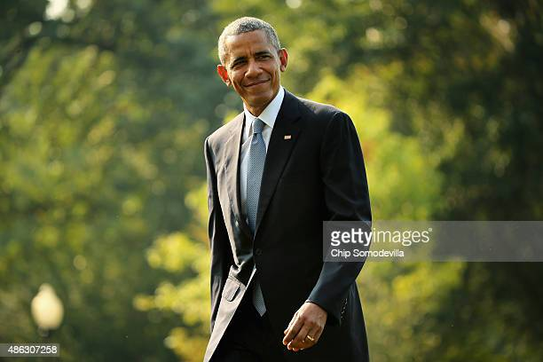 S President Barack Obama waves to reporters after returning to the White House on board Marine One September 3 2015 in Washington DC Obama spent...