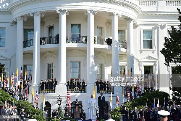 US President Barack Obama welcomes Pope Francis to the White House on September 23 2015 in WashingtonDC President Barack Obama hosts Pope Francis at...
