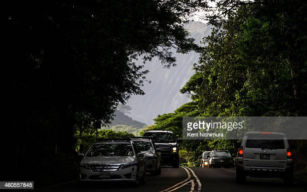 US President Barack Obama's motorcade is seen departing for his vacation rental at Kailuana Place after hiking the Na Pohaku O Hauwahine trail off of...