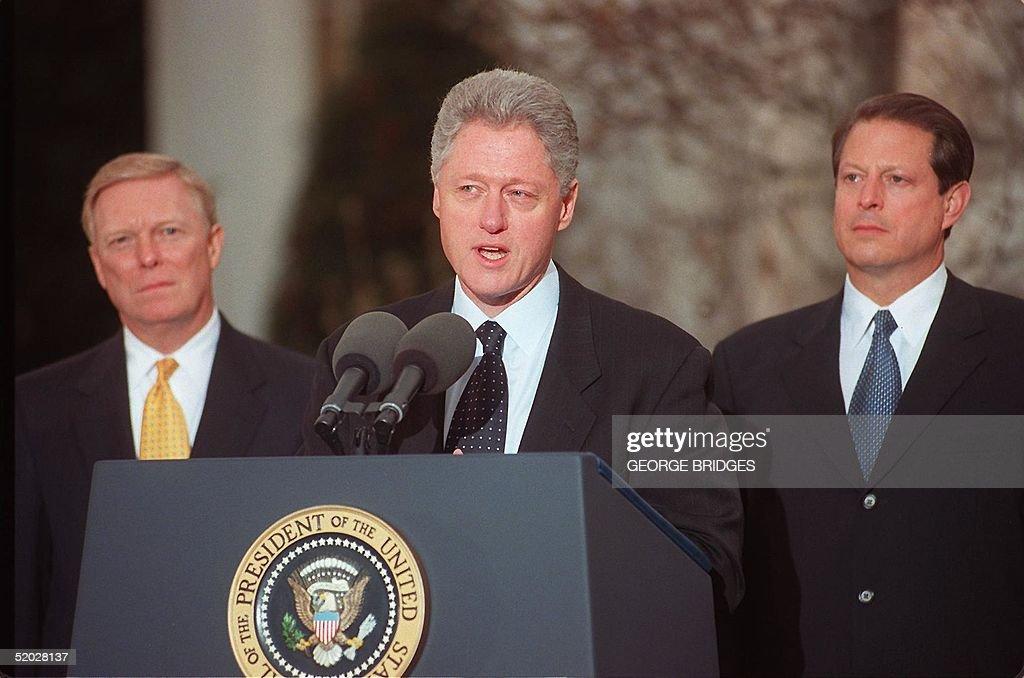 US President Bill Clinton (C) addresses the nation : News Photo
