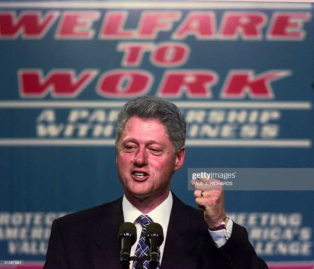 US President Bill Clinton clinches his fist during : News Photo
