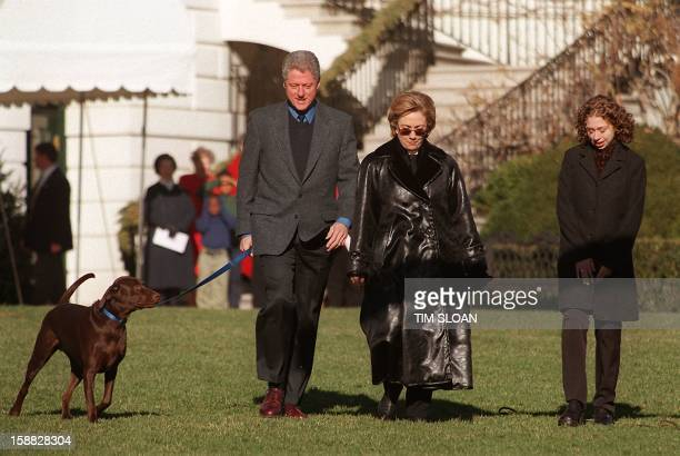 US President Bill Clinton First Lady Hillary Rodham Clinton and daughter Chelsea walk to Marine One on the South Lawn of the White House 30 December...