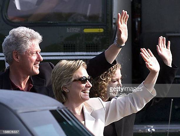 US President Bill Clinton First Lady Hillary Rodham Clinton and daughter Chelsea arrive in East Hampton NY 28 August 1999 for a weekend of...