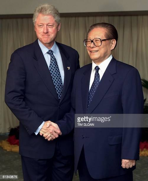 President Bill Clinton greets the President of China Jiang Zemin before a bilateral meeting at the Orchard Garden Hotel 16 November 2000 in Bandar...
