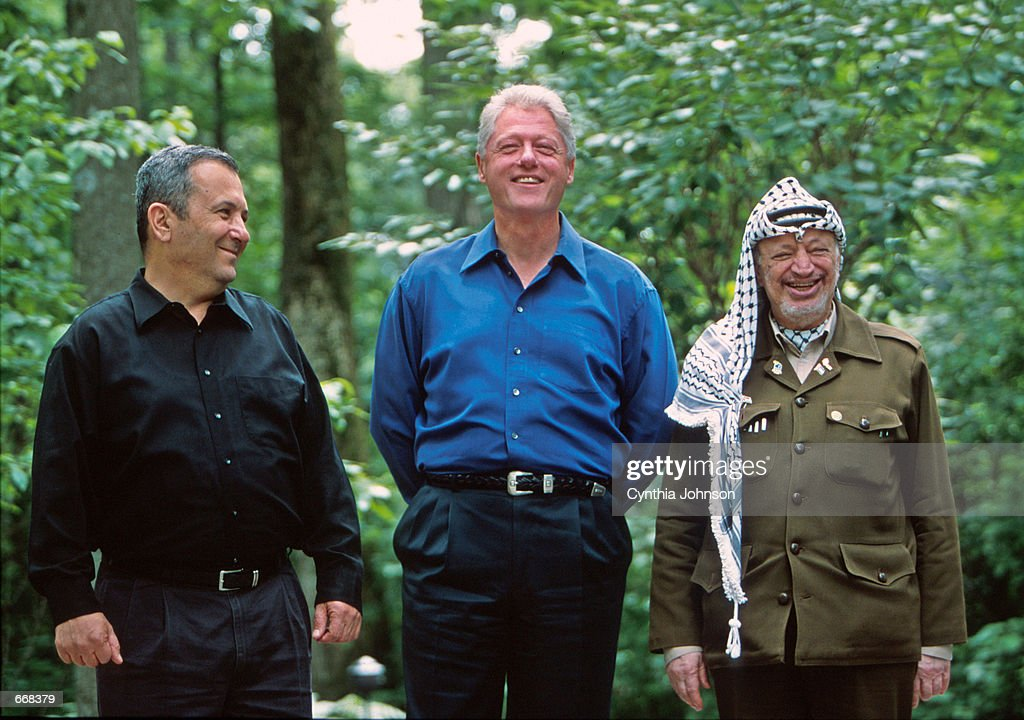 Clinton Arafat Barak Peace Talks : News Photo