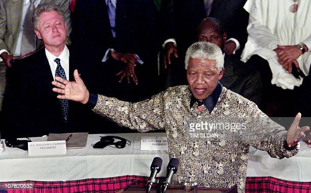 US President Bill Clinton listens to chief mediator Nelson Mandela during the Burundi Peace Talks in Simba Hall at the Arusha International...