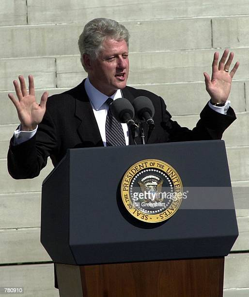 President Bill Clinton praises the life of the late Missouri Governor Mel Carnahan during a memorial service on the south lawn of the state capital...