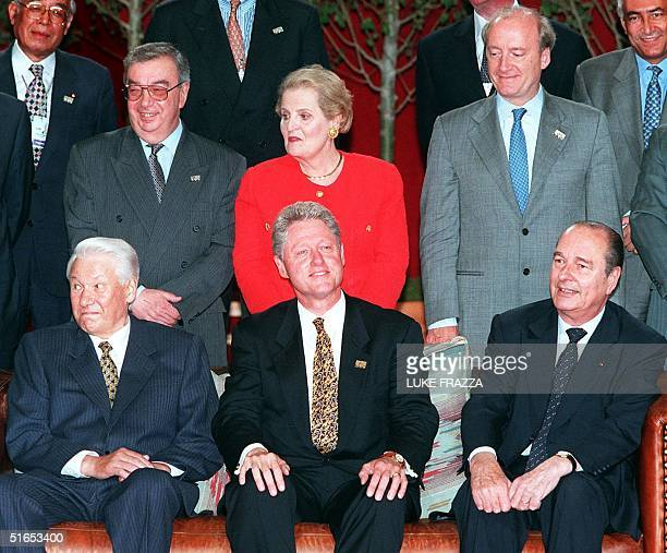 President Bill Clinton , Russian President Boris Yeltsin and French President Jacques Chirac pose for a family photo with their respective foreign...