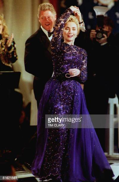 S President Bill Clinton twirls First Lady Hillary Clinton during an onstage dance 20 January 1993 as they stopped by the Arkansas inaugural ball in...