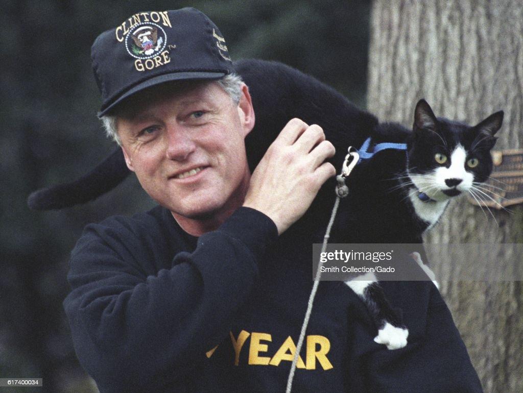 Bill Clinton And Socks The Cat : Nachrichtenfoto