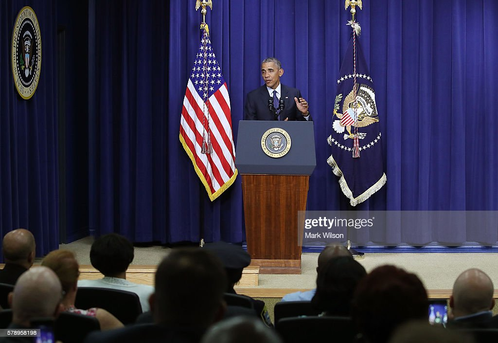 President Obama Speaks At Meeting With Law Enforcement Officials : News Photo