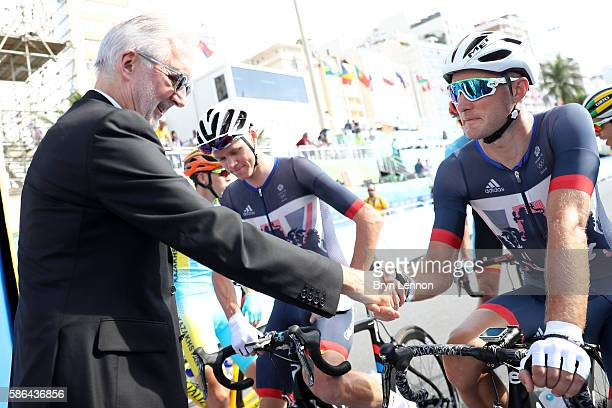 President Brian Cookson shakes hands with Stephen Cummings of Great Britain beforethe Men's Road Race on Day 1 of the Rio 2016 Olympic Games at the...
