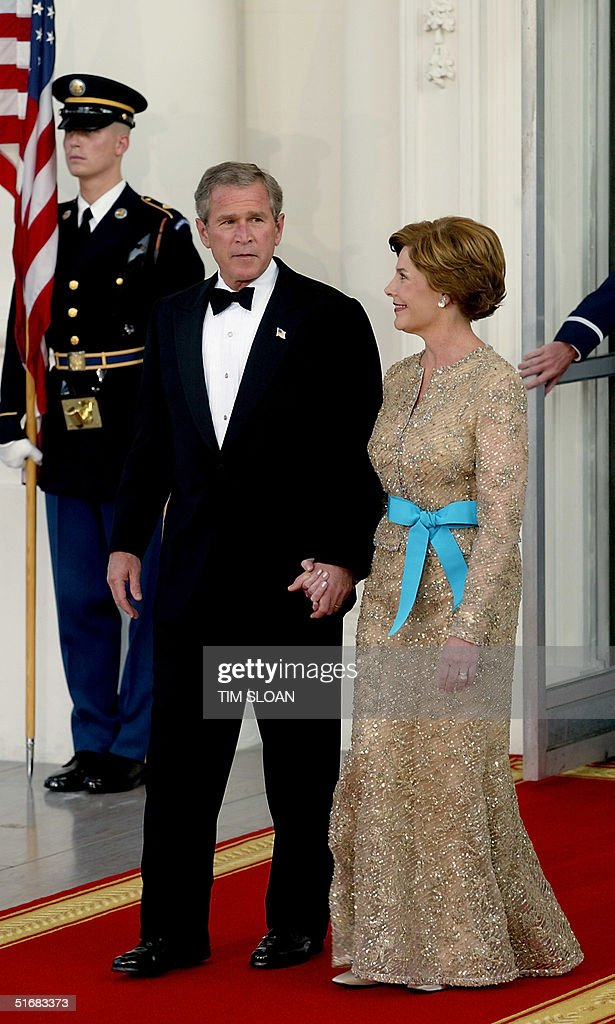 US President Bush (L) and US First Lady Laura Bush : News Photo