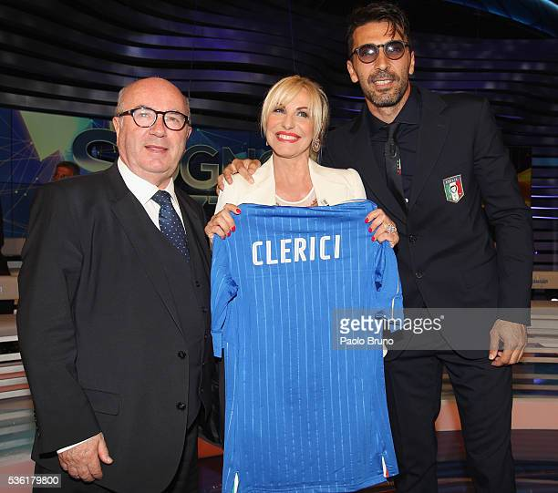 FIGC President Carlo Tavecchio Tv presenter Antonella Clerici and Italy goalkeeper Gianluigi Buffon pose with Italian jersey during the 'Sogno...