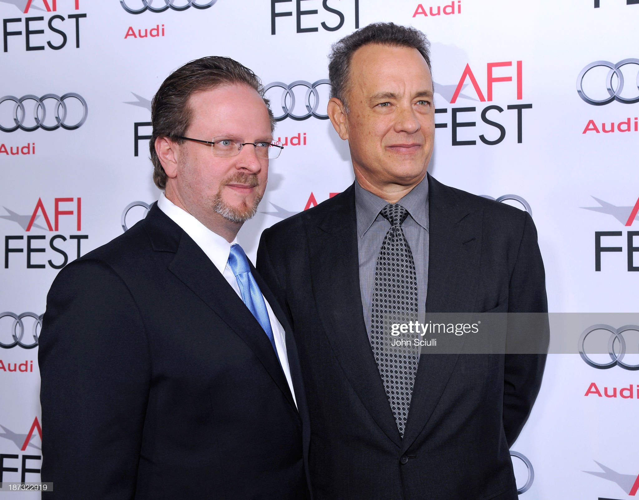 ¿Cuánto mide Tom Hanks? - Altura - Real height President-ceo-bob-gazzale-and-actor-tom-hanks-attend-the-opening-picture-id187322919?s=2048x2048